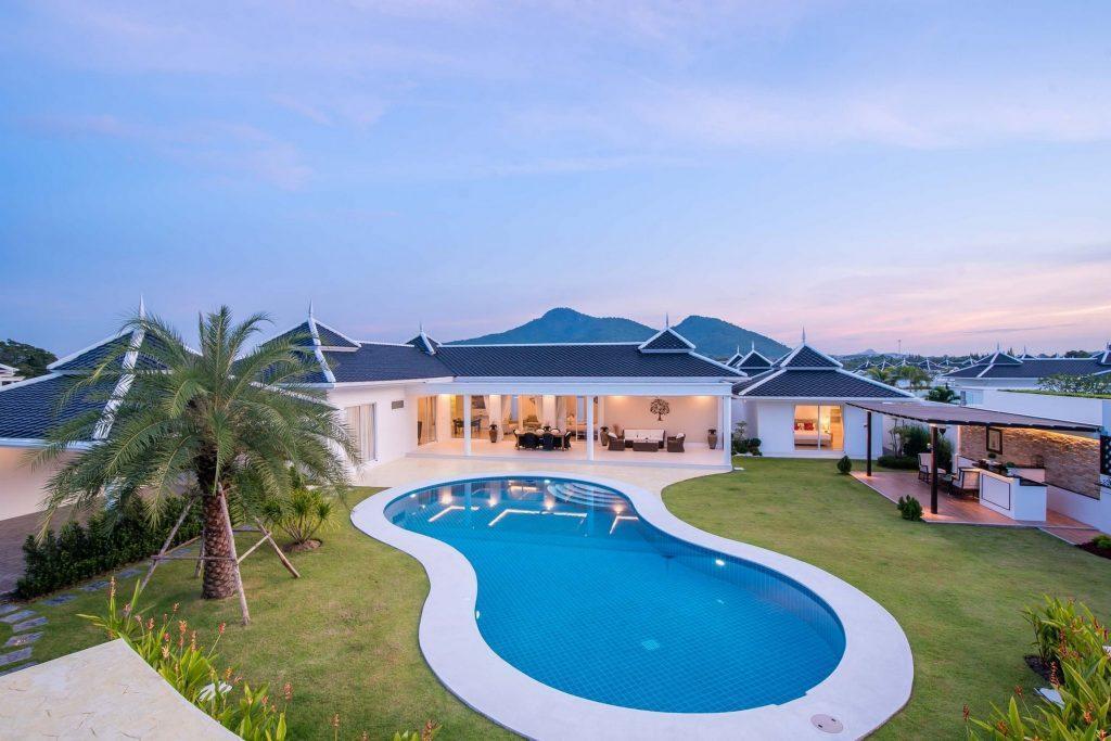 1. LA villa