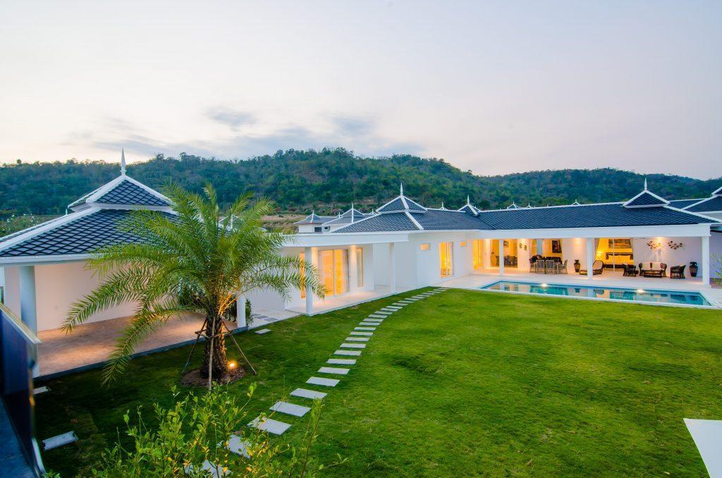 7 LA villa
