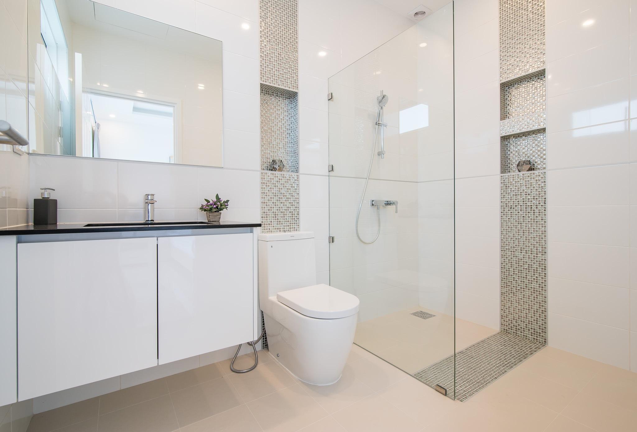 10_ FH P310 Bathroom 2