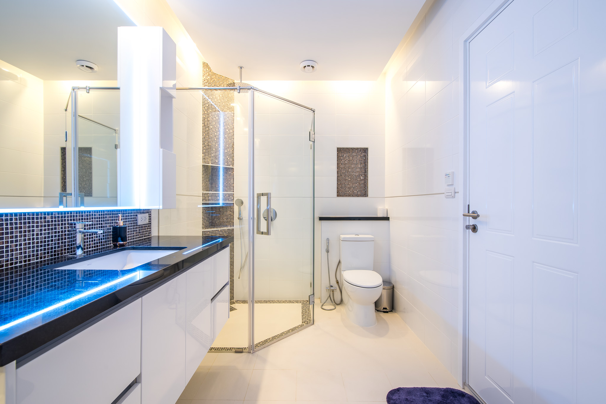 FHT Upper Master bathroom 1